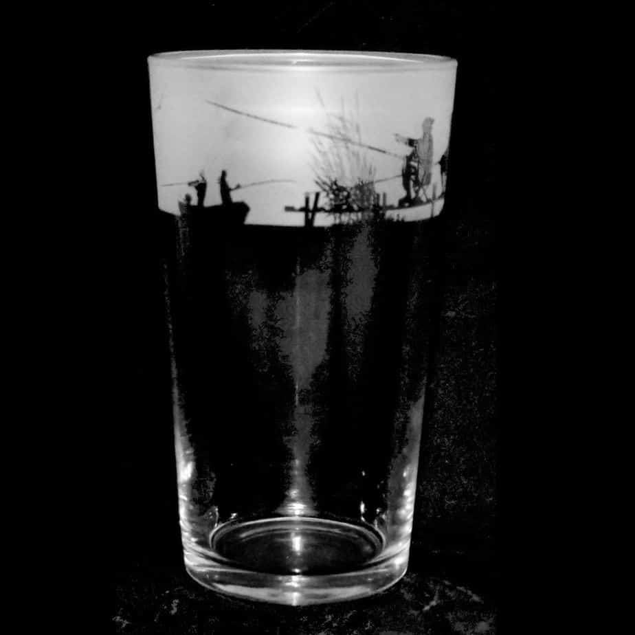 FISHING SCENE Conical Pint Glass 57cl