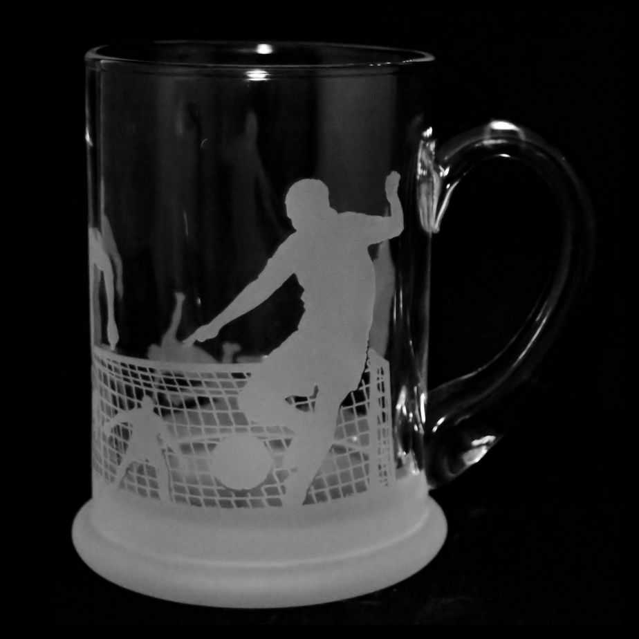 FOOTBALL SCENE Crystal Pint Tankard 57cl